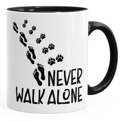 Tasse Never walk alone Hund Pfoten Hundepfoten Pfotenabdrücke Hundebesitzer Kaffeetasse Teetasse Keramiktasse MoonWorks®